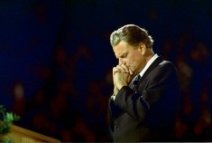 billygraham-praying.jpg